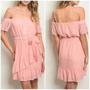 Dresses & Skirts - STUNNING ruffle off shoulder dress